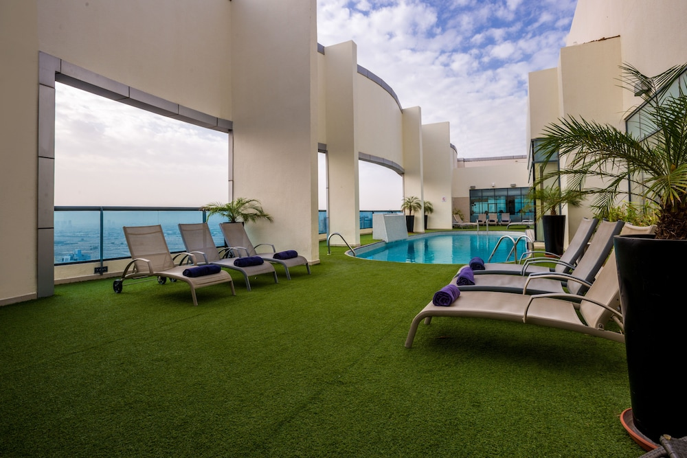 Rooftop Pool, First Central Hotel Suites