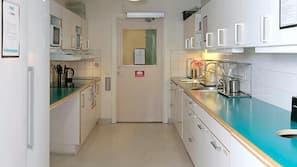 Kylskåp, mikrovågsugn och spishäll