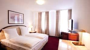 Senge med topmadrasser, pengeskab på værelset, individuel indretning
