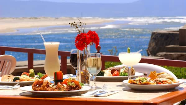 Breakfast, lunch and dinner served, beach views