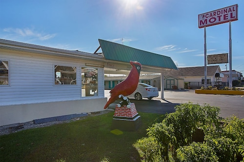 Great Place to stay Cardinal Motel near Bowling Green
