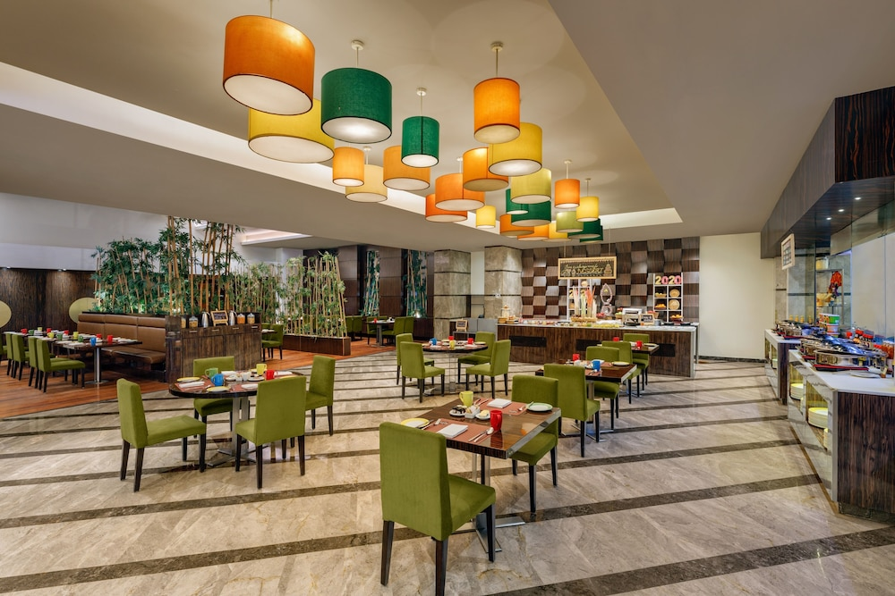 Dining, DoubleTree by Hilton Hotel Gurgaon - New Delhi NCR