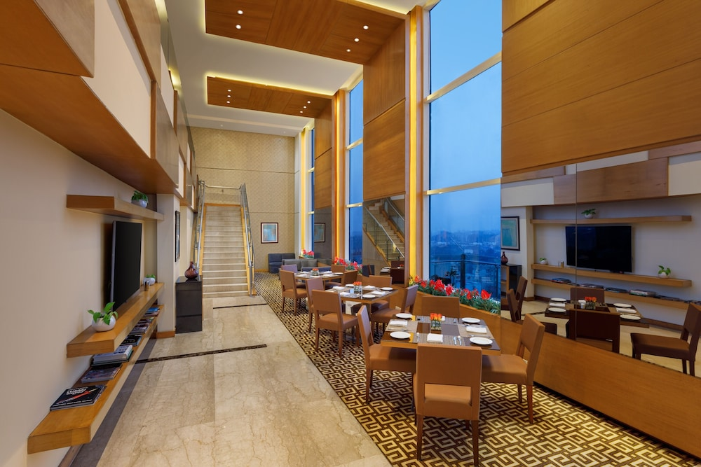Executive Lounge, DoubleTree by Hilton Hotel Gurgaon - New Delhi NCR