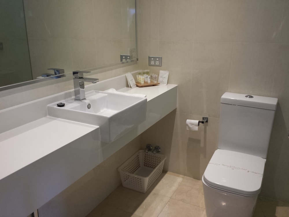 Bathroom, Comfort Inn Towradgi Beach