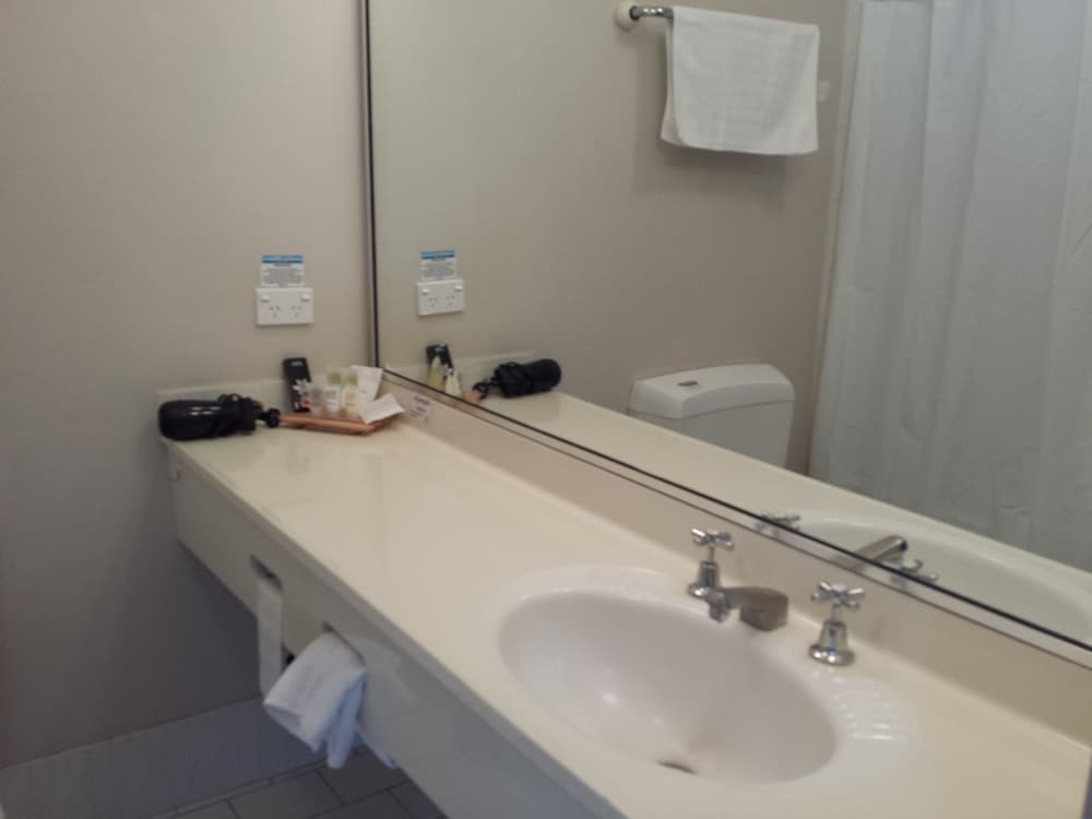 Bathroom Sink, Comfort Inn Towradgi Beach