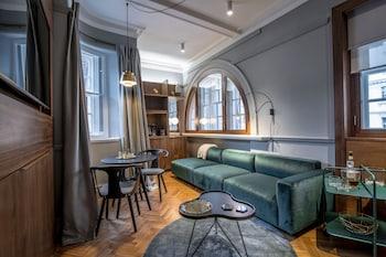 1-2 Serjeant's Inn, Fleet Street, London, EC4Y 1LL, England.