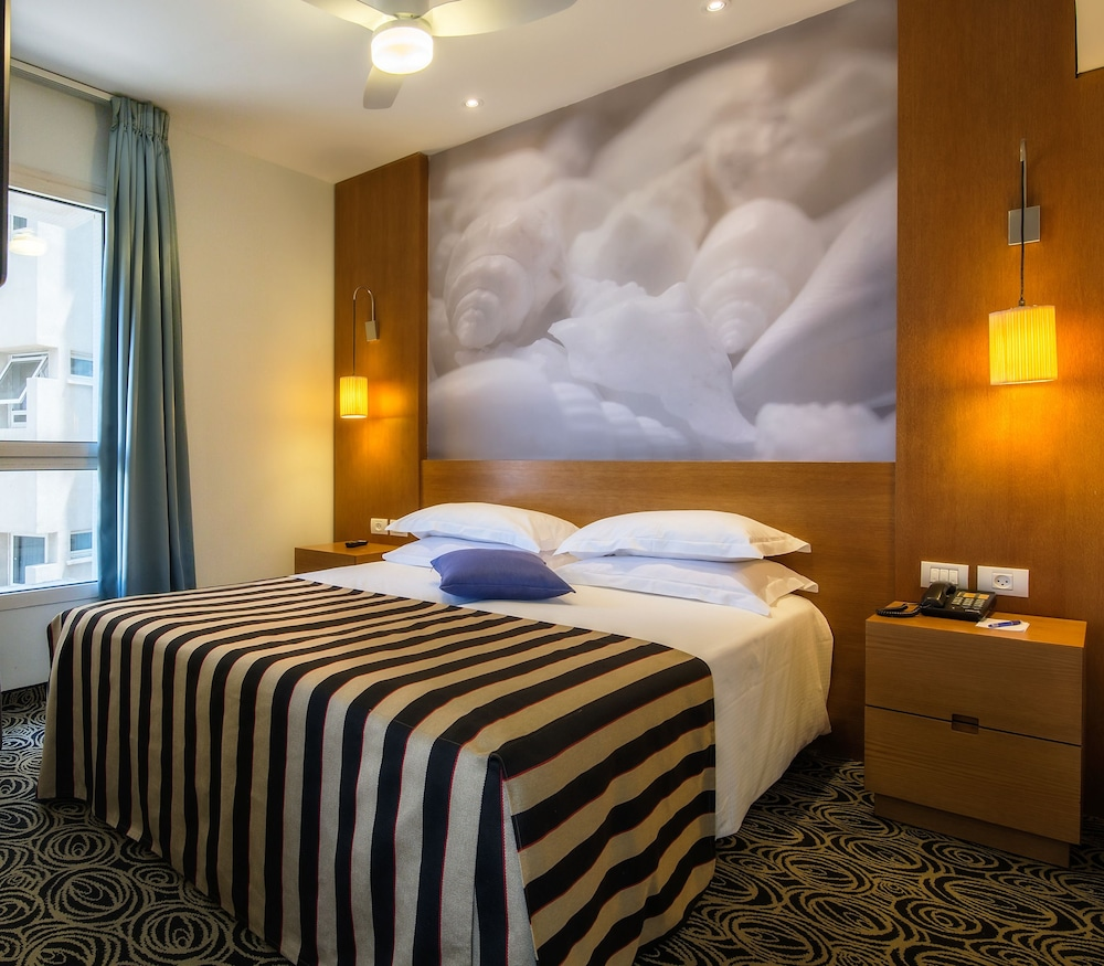 Book the lusky great small hotel tel aviv hotel deals for Great little hotels