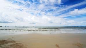 บนชายหาด, ทรายสีขาว, ผ้าเช็ดตัวชายหาด