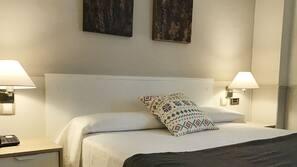 1 sovrum, bäddmadrasser, skrivbord och ljudisolering