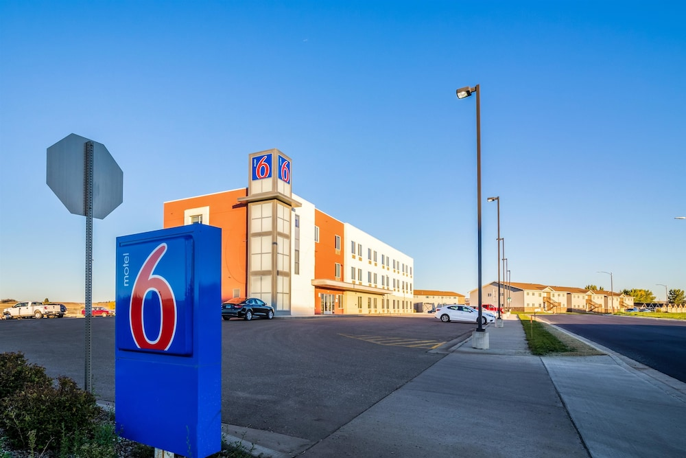 Front of Property, Motel 6 Williston, ND