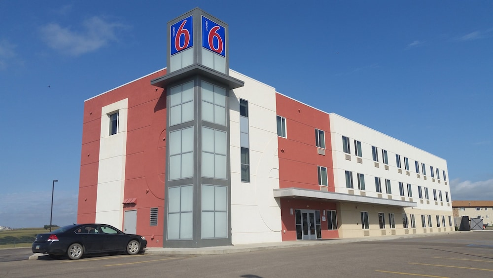 Featured Image, Motel 6 Williston, ND