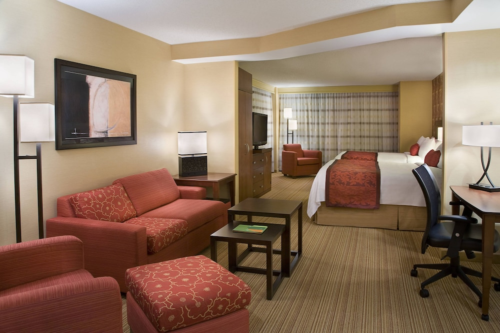Room, Courtyard by Marriott Calgary Airport