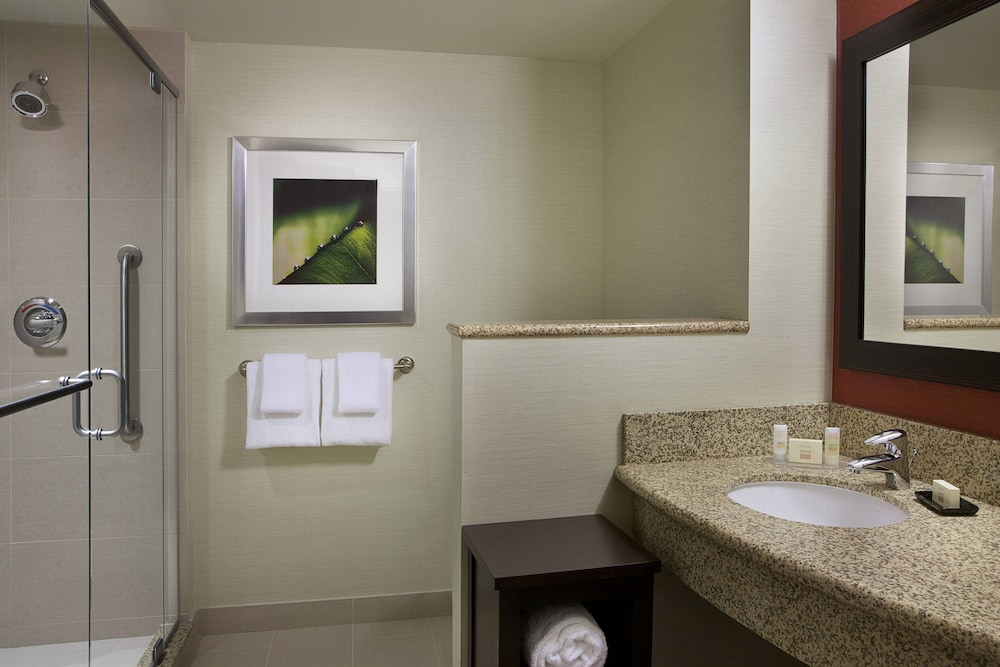 Bathroom, Courtyard by Marriott Calgary Airport