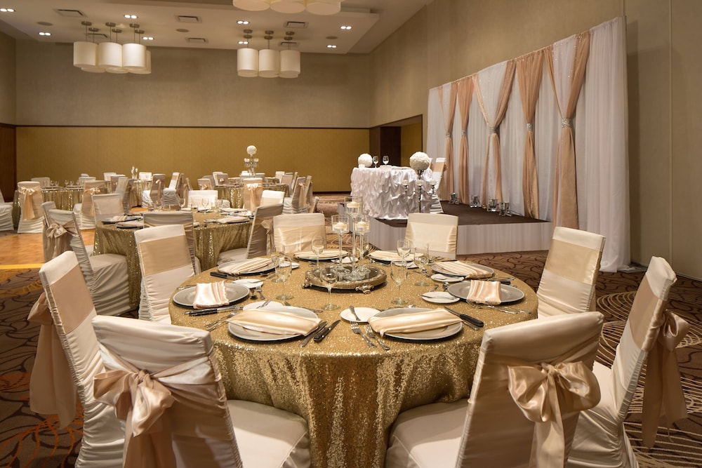 Indoor Wedding, Courtyard by Marriott Calgary Airport