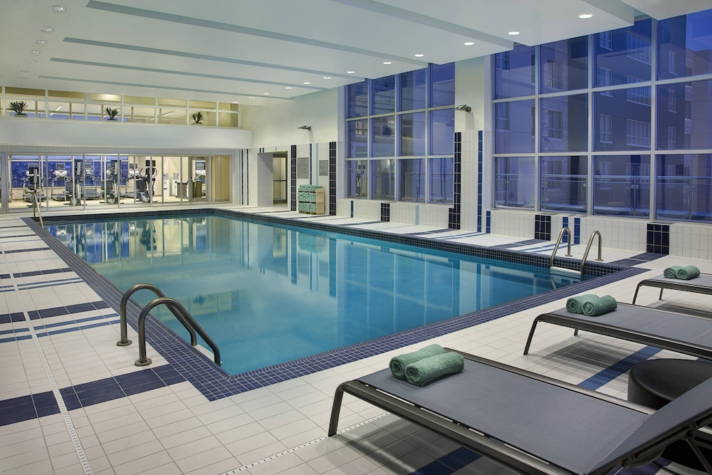Indoor Pool, Courtyard by Marriott Calgary Airport