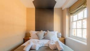 Egyptian cotton sheets, premium bedding, laptop workspace, free WiFi