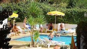 Seasonal outdoor pool, open 9:00 AM to 7:00 PM, pool loungers