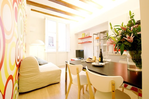 Short Stay Group Borne Pop Art Serviced Apartments