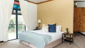 高档床上用品、特色装修、特色家居、书桌