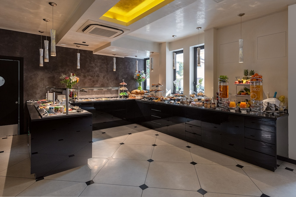 Breakfast buffet, Carnival Palace Hotel