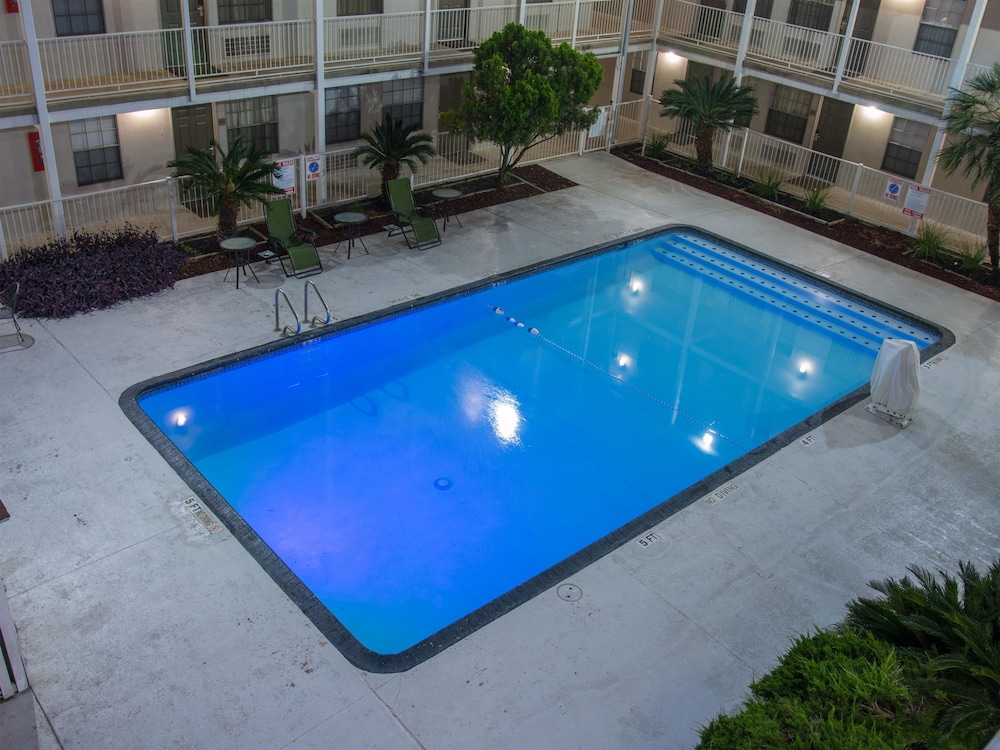 Pool, Studio 6 San Antonio, TX - Lackland AFB