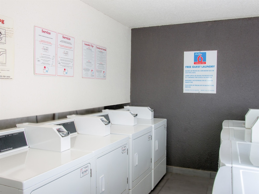 Laundry Room, Studio 6 San Antonio, TX - Lackland AFB