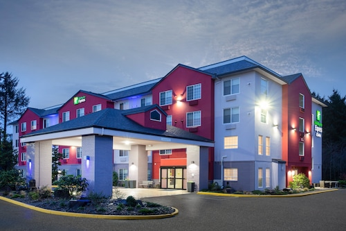 Holiday Inn Express & Suites Lincoln City
