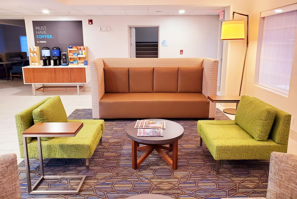 Lobby Sitting Area, Holiday Inn Express & Suites Lincoln City, an IHG Hotel