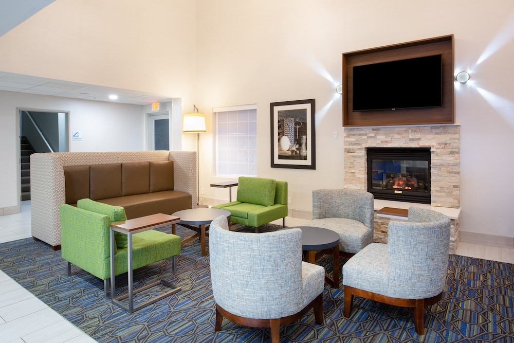 Lobby, Holiday Inn Express & Suites Lincoln City, an IHG Hotel