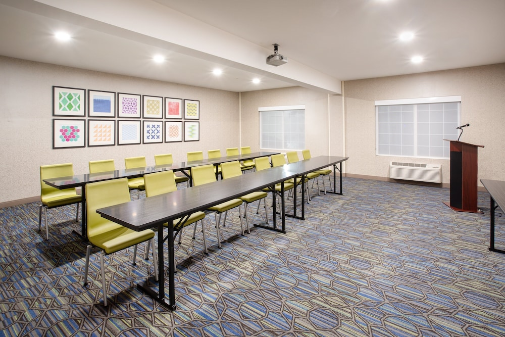 Meeting Facility, Holiday Inn Express & Suites Lincoln City, an IHG Hotel