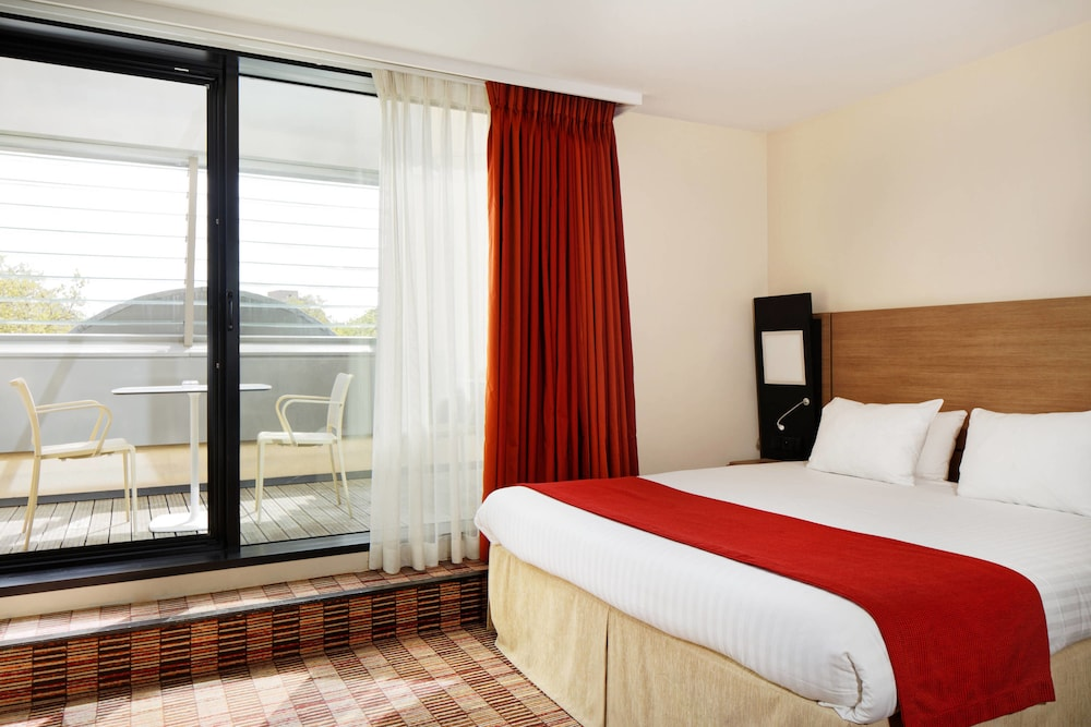 Room, Courtyard by Marriott Paris Boulogne