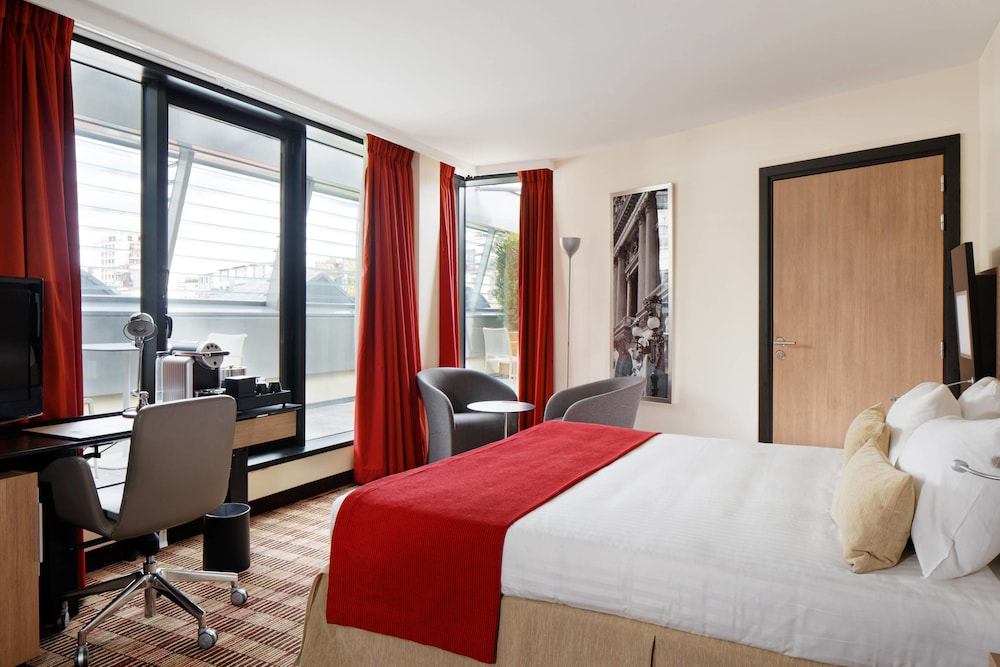 City View, Courtyard by Marriott Paris Boulogne