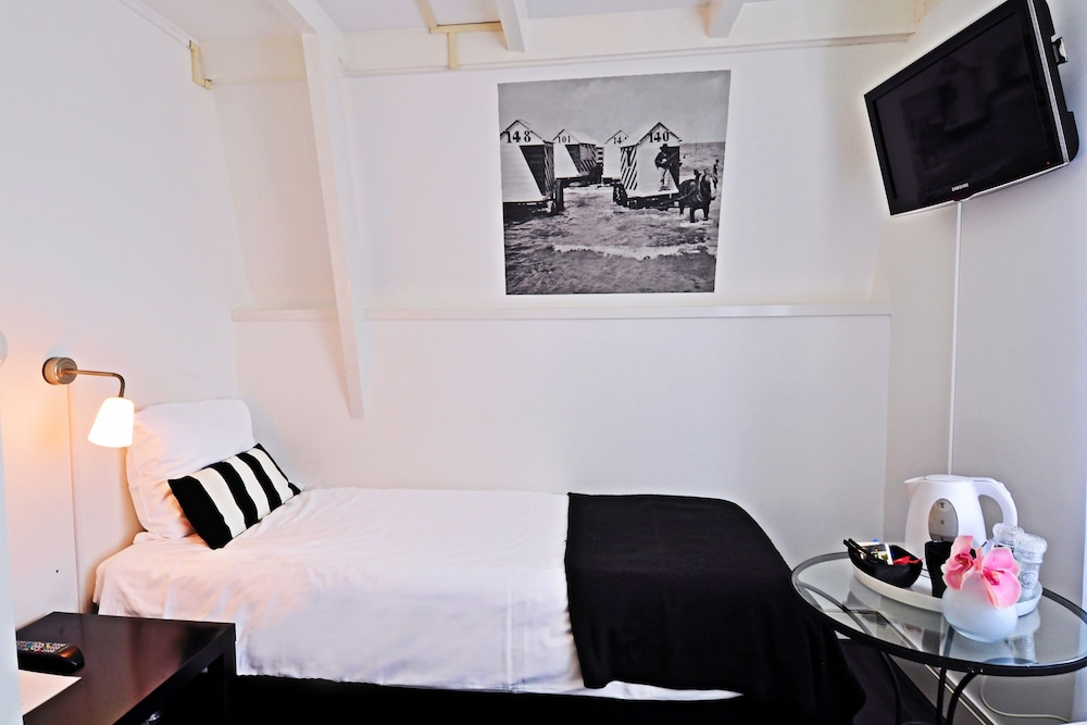 Hotel Zeespiegel - room photo 1805172