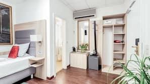 Allergikerbettwaren, Schreibtisch, Verdunkelungsvorhänge