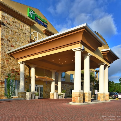 Holiday Inn Express & Suites Fredericksburg, an IHG Hotel