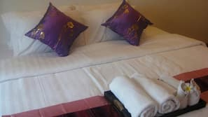 เตียง Select Comfort, ตู้นิรภัยในห้องพัก, โต๊ะทำงาน, ผ้าม่านกันแสง