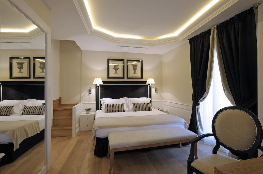Trevi Palace Luxury Apartments Hotel