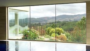 2 piscines couvertes, 2 piscines extérieures, cabanons gratuits