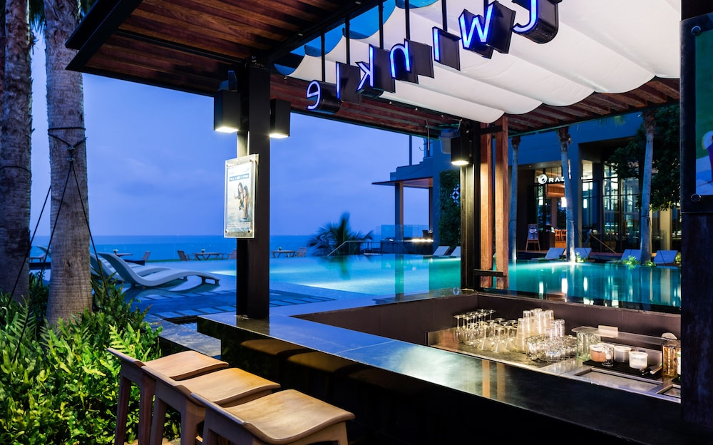 Poolside Bar, Cape Dara Resort