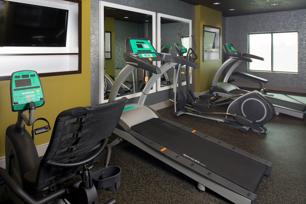 Fitness Facility, Holiday Inn Express and Suites Kansas City Airport