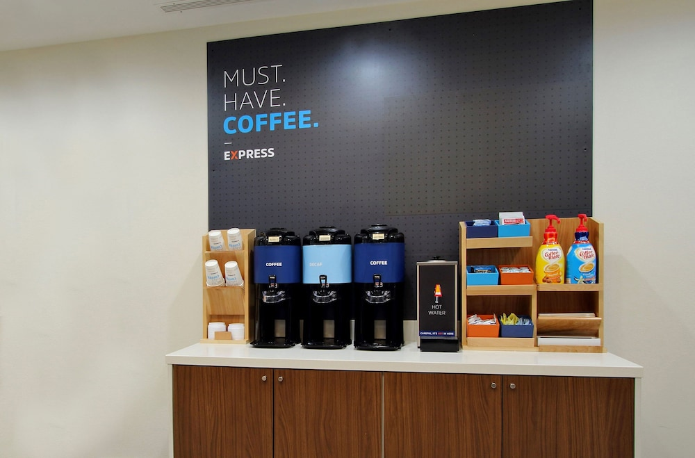 Coffee Service, Holiday Inn Express and Suites Kansas City Airport
