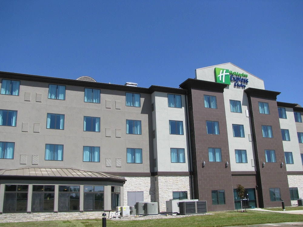 Front of Property, Holiday Inn Express and Suites Kansas City Airport