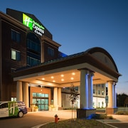 Holiday Inn Express and Suites Kansas City Airport