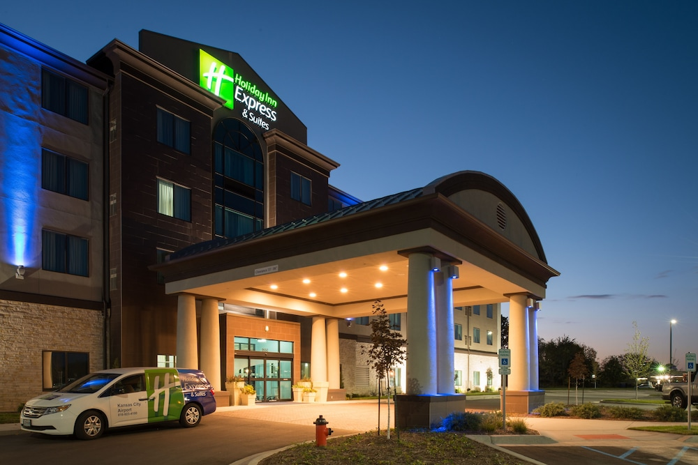 Featured Image, Holiday Inn Express and Suites Kansas City Airport