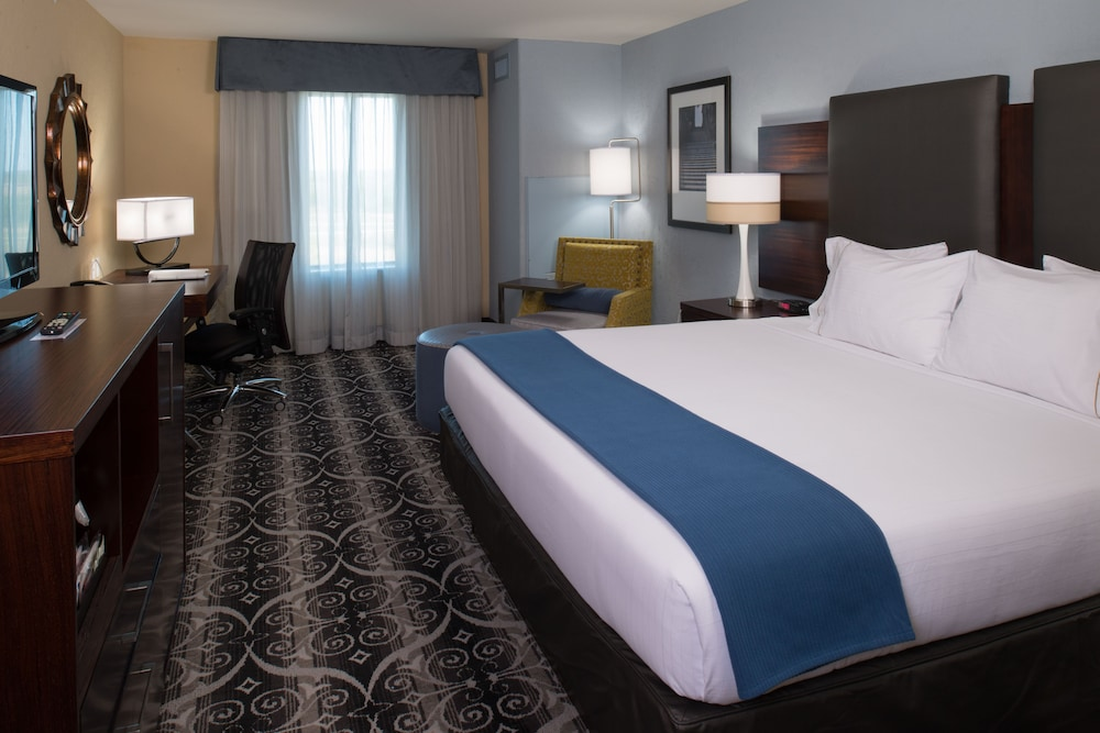 Room, Holiday Inn Express and Suites Kansas City Airport