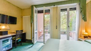 Frette Italian sheets, minibar, desk, blackout curtains