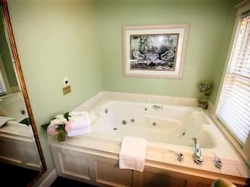 Bathroom, Metivier Inn