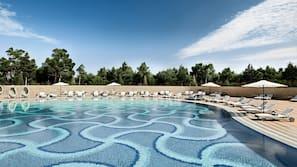 Indoor pool, 5 outdoor pools, free cabanas, pool umbrellas