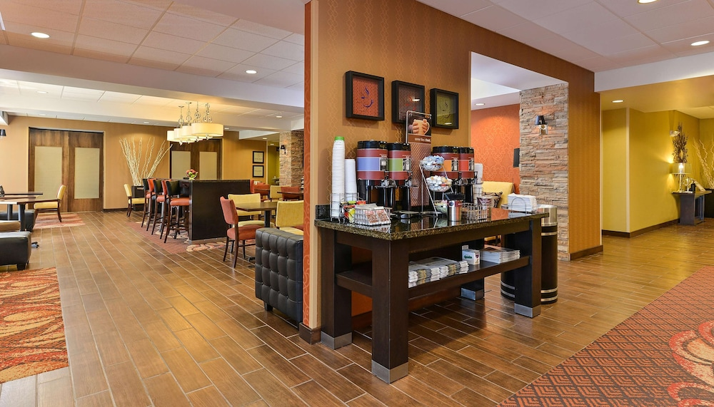Reception, Hampton Inn Clinton, IA