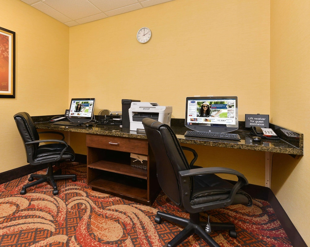 Business Center, Hampton Inn Clinton, IA